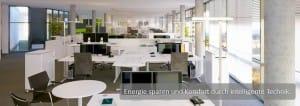 Großraumbüro mit Computer-Arbeitsplätzen